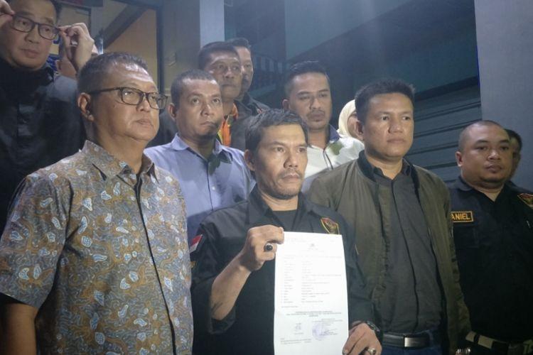 Anggota perwakilan komunitas Hasta Mahardi Soehartonesia melaporkan Wakil Sekretaris Jenderal PDI-P Ahmad Basarah ke Polda Metro Jaya, Senin (3/12/2018) malam karena dinilai telah menghina Soeharto.