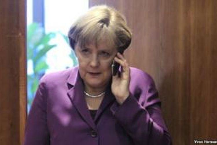 Kanselir Jerman Angela Merkel hari Kamis 24/10 menyatakan ketidaksenangannya atas munculnya laporan soal spionase Amerika terhadap dirinya