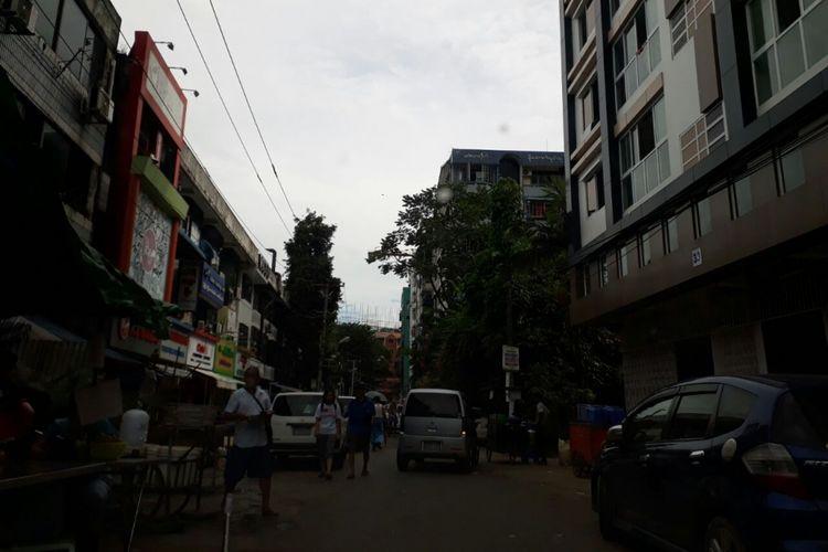 Suasana jalan di sekitar Stadion Padonmar, Yangon, tempat latihan timnas U-19 Indonesia pada Piala AFF U-18 Myanmar.