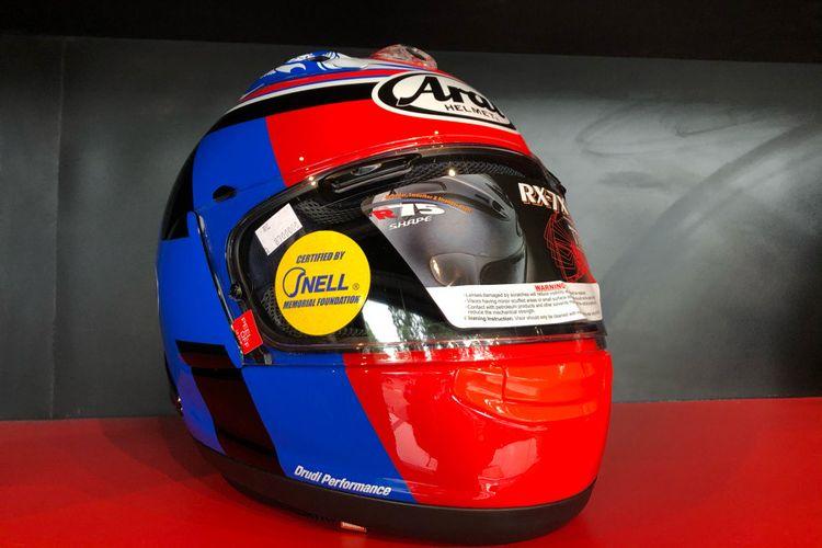 Salah satu pilihan helm Arai untuk wanita