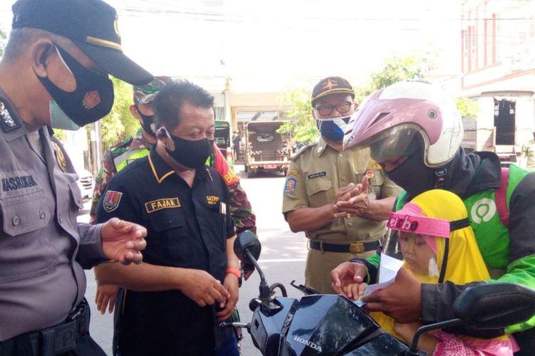 Warga Semarang dapat penghargaan karena tertib protokol kesehatan..