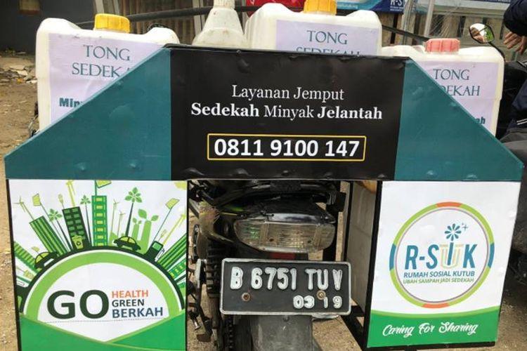 Layanan penjemputan minyak jelantah oleh komunitas R-SIK.