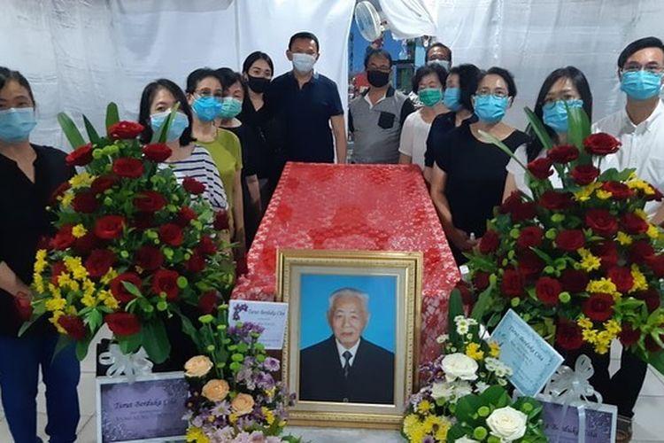 Kakek Ahok, Bun Kim Fo (94) disemayamkan di rumah duka di Manggar, Belitung Timur, Selasa (25/8/2020.