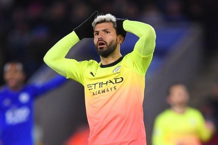 Ekspresi Sergio Aguero seusai gagal mengeksekusi penalti pada laga Leicester City vs Manchester City di King Power Stadium, Minggu (23/2/2020) dini hari WIB.