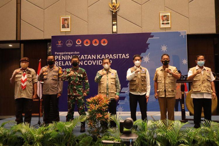 Pembukaan kegiatan Penggalangan dan Peningkatan Kapasitas 1000 Relawan Covid-19 Wilayah Samarinda di Hotel Mercure Samarinda, Kalimantan Timur, Senin (13/9/2021).