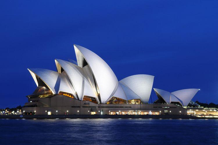 Panorama Sydney Opera House di kala matahari terbenam, (22/8/2010).