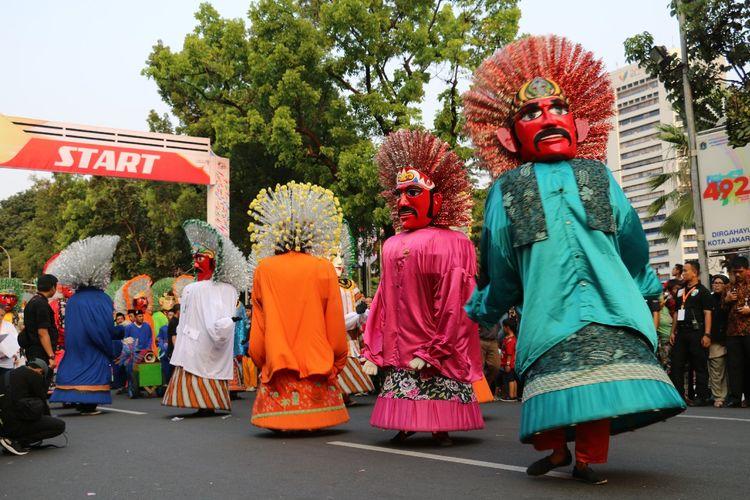 Terlihat beberapa Ondel-ondel sedang meramaikan salah satu event sports yang ada di DKI Jakarta