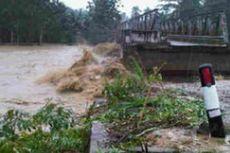 Banjir Putus Jembatan Penghubung 3 Kabupaten