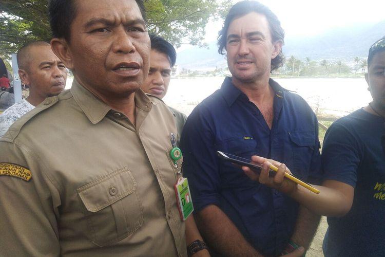 Sebelum Menuju Bandara Mutiara Sis Aljufri untuk terbang ke Jakarta selanjutnya ke Australia, Matthew Nicolas Wright menyempatkan diri ke muara sungai Palu, Senin (17/2/2020)