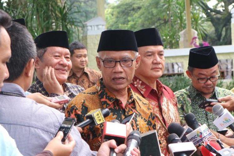 Ketua Umum Pimpinan Pusat Muhammadiyah usai menemui Jokowi di Istana Merdeka, Jakarta, Senin (13/2/2017).