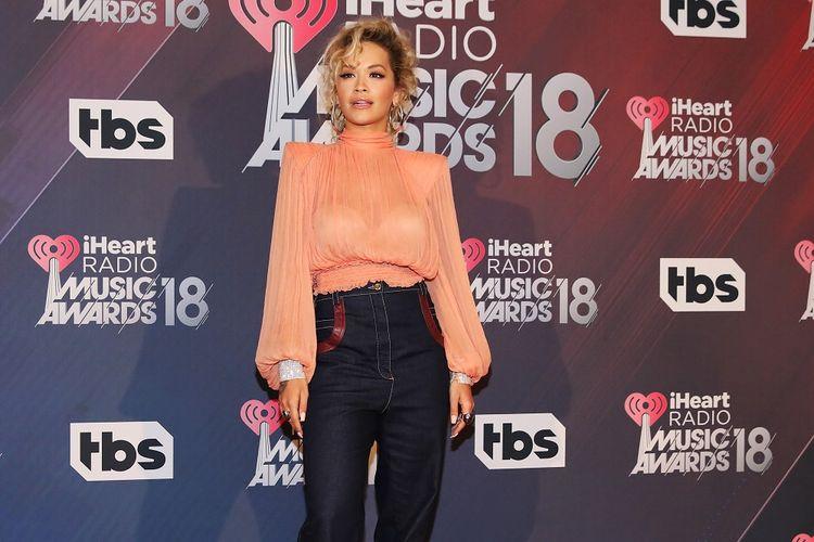 Penyanyi asal Inggris Rita Ora menghadiri iHeartRadio Music Awards 2018 yang digelar di The Forum, Inglewood, California, pada 11 Maret 2018.
