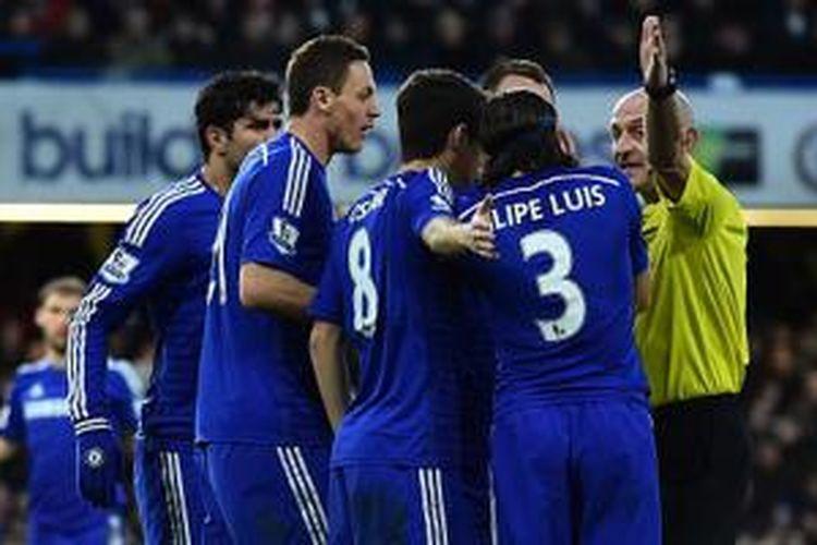 Sikap pemain Chelsea kepada wasit mendapatkan ponten buruk.