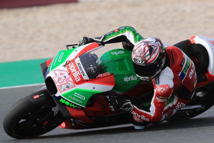 Pebalap MotoGP Aleix Espargaro (Aprilia Racing Team Gresini)  menggunakan helm KYT.