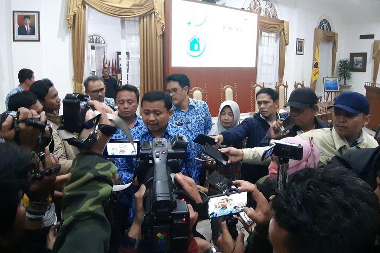 Bupati Sumedang Dony Ahmad Munir. Screenshoot gambar hoax yang menyatakan warga Tanjungsari, Sumedang, Jawa Barat positif Covid-19.