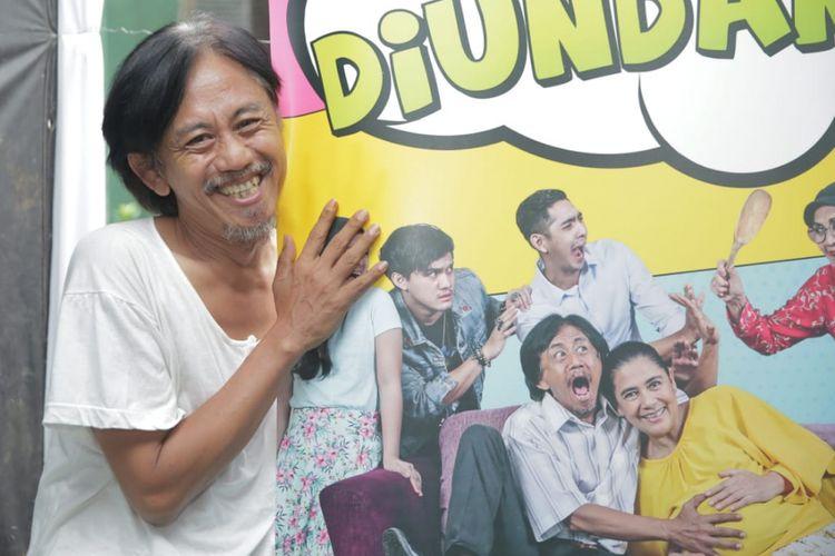 Artis peran Epy Kusnandar memerankan tokoh Rizal dalam serial Tamu Tak Diundang.