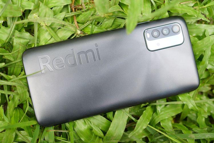 Bodi Redmi 9T menggunakan bahan plastik. Namun, ponsel ini memiliki warna yang mengilat sehingga ada kesan premium.