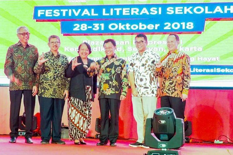 Memperingati Hari Sumpah Pemuda, Kementerian Pendidikan dan Kebudayaan membuka Festival Literasi Sekolah (FSL) 2018 di Gedung Kemendikbud, Jakarta (28/12/2018) dan akan diadakan mulai 28 hingga 31 Oktober 2018.