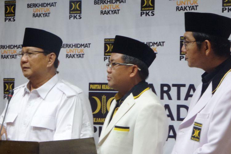 Ketua Umum Partai Gerindra Prabowo Subianto dan Presiden PKS Sohibul Iman di Kantor DPP PKS, Jalan TB Simatupang, Jakarta Selatan, Rabu (27/12/2017).