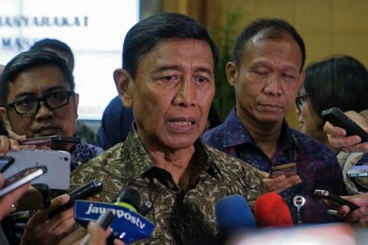 Menko Polhukam Wiranto saat menggelar pertemuan dengan tokoh masyarakat dan pemimpin redaksi media massa, di kantor Kemenko Polhukam, Jakarta Pusat, Rabu (8/2/2017).