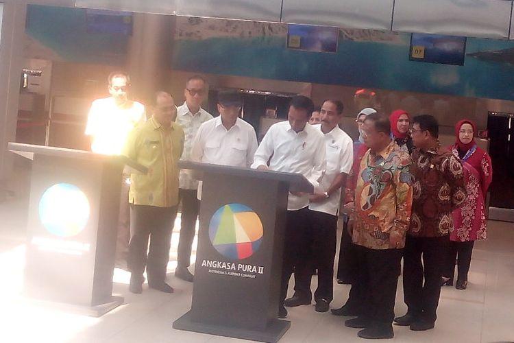Presiden Joko Widodo (Jokowi) meresmikan pengembangan terminal Bandara Depati Amir Kota Pangkalpinang, Provinsi Kepulauan Bangka Belitung, Kamis (14/3/2019).