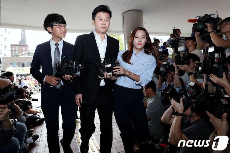 Pendiri YG Entertainment Yang Hyun Suk selesai menjalani pemeriksaan di kantor Kepolisian Metropolitan Seoul, Korea Selatan, Jumat (30/8/2019) pagi.
