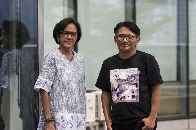 Mondo Gascaro dan Rien Djamain foto bersama usai promosikan single terbarunya berjudul Dian Asmara saat visit Kompas.com, Palmerah, Jakarta Barat, Kamis (21/11/2019).