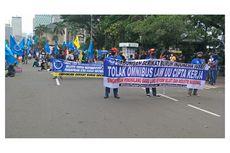 Massa Buruh dan Mahasiswa Demo Tolak UU Cipta Kerja di Patung Kuda