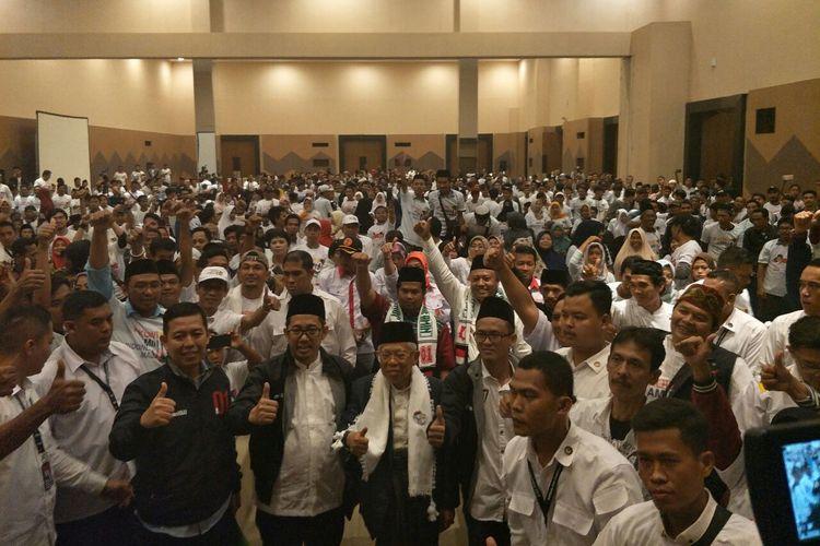 Calon wakil presiden nomor urut 01 Maruf Amin bersama Jaringan Muda Mathlaul Anwar dalam deklarasi dukungan di Hotel Allium, Tangerang, Sabtu (6/4/2019).