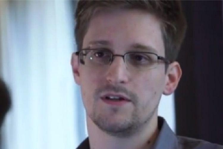 Edward Snowden, pembocor informasi mengenai penyadapan yang dilakukan AS dan Inggris.
