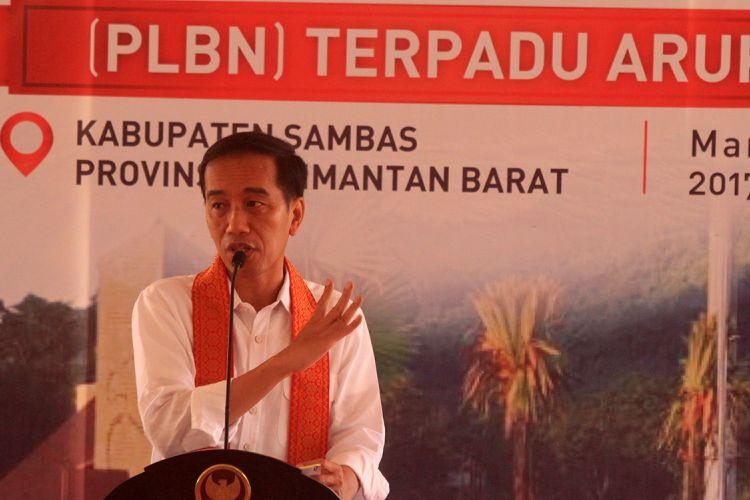 Presiden Joko Widodo saat menyampaikan sambutan dalam peresmian PLBN Aruk di Kabupaten Sambas (17/3/2017)