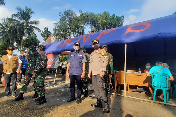 Plt Wali Kota Tasikmalaya Muhammad Yusuf, meninjau pos penyekatan di beberapa titik wilayah Kota Tasikmalaya bersama unsur Forkopimda, Sabtu (8/5/2021).