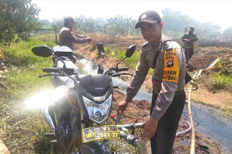 Aipda Hendry Novian, Bhabinkamtibmas Desa Sungai Itik, Kecamatan Kakap, Kabupaten Kubu Raya, Kalimantan Barat, berhasil menyulap sepeda motor dinasnya menjadi mesin pompa air.