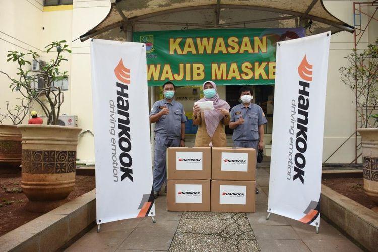 Hankook Tire Indonesia menyerahkan bantuan masker kepada Badan Amil Zakat Nasional Pusat (Baznas) dan Rumah Sakit Cipto Mangunkusumo, Jakarta pada Rabu (29/4/2020).