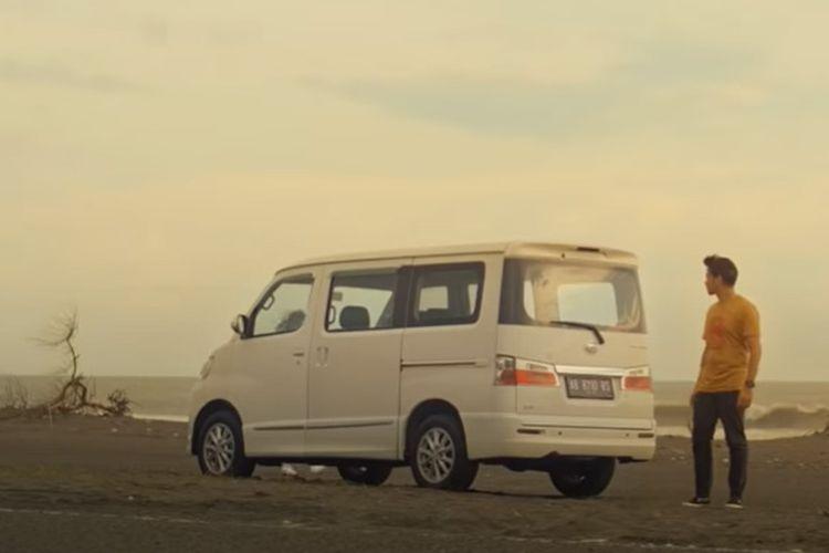 Daihatsu Luxion di web series Pindah