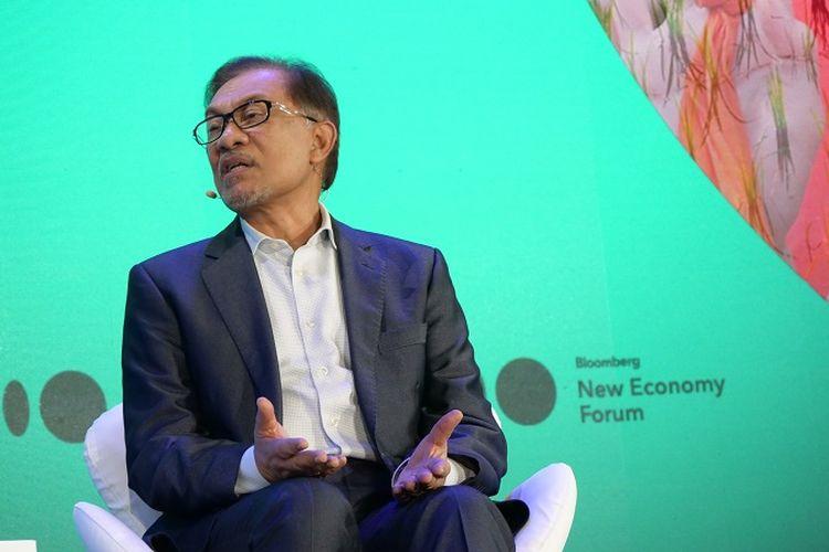 Mantan Wakil Perdana Menteri Malaysia Anwar Ibrahim ketika menjadi pembicara dalam Forum Bloomberg New Economy Forum yang berlangsung di Hotel Capella, Singapura, Selasa (6/11/2018).