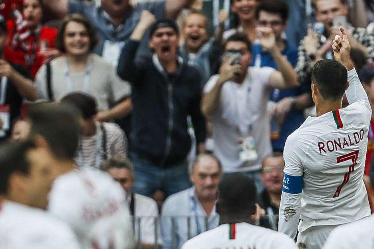 Pemain Portugal Cristiano Ronaldo melakukan selebrasi seusai mencetak gol dalam pertandingan Grup B Piala Dunia antara Portugal vs Maroko di Stadion Luzhniki, Moscow, Rabu (20/6/2018). Portugal Menang 1-0.