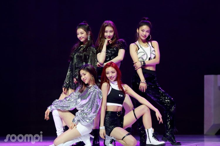 Girlband baru bentukan JYP Entertainment, ITZY, yang melakukan debut pada Selasa (12/2/2019).