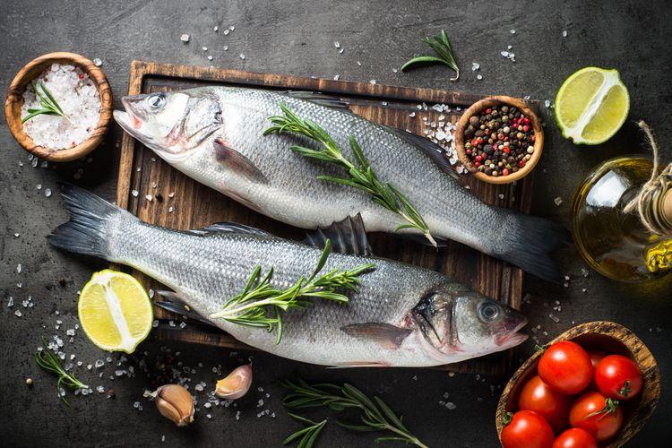 Ilustrasi ikan segar dan bahan untuk memasaknya.