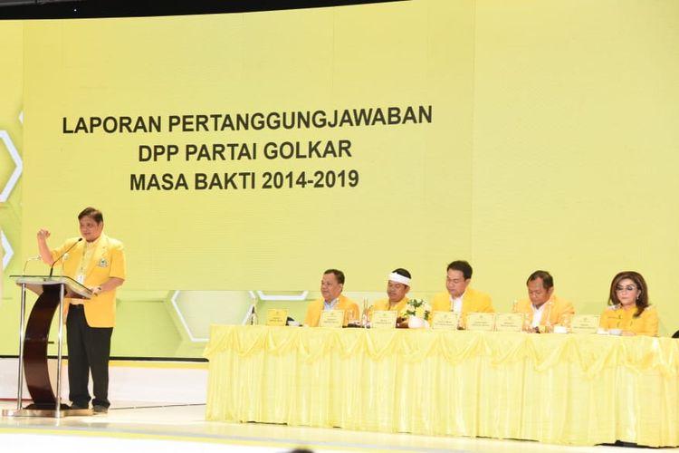 Ketua Umum Partai Golkar Airlangga Hartarto menyampaikan laporan pertanggungjawaban dalam Munas Partai Golkar di Hotel Ritz Carlton, Rabu (4/12/2019)