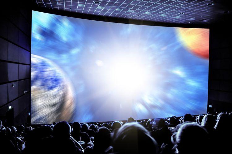 Ilustrasi menoton di bioskop, nonton bioskop.
