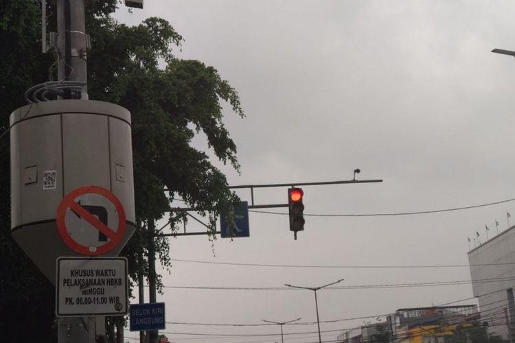 Kondisi perempatan Rawamangun. Perempatan ini menjadi rencana penempatan kameran CCTV untuk ETLE.