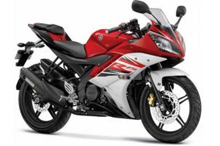 Warna merah kombinasi putih juga menjadi salah satu warna baru para R15 di India.