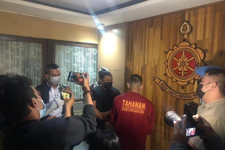 Sebanyak 2 tahanan yang kabur dari Polsek Pontianak Utara, Kota Pontianak, Kalimantan Barat (Kalbar) kembali berhasil diringkus aparat. Keduanya yang masing-masing bernama Faisal dan Meki, ini ditangkap di dua tempat berbeda, dalam rentang waktu kurang dari 12 jam.