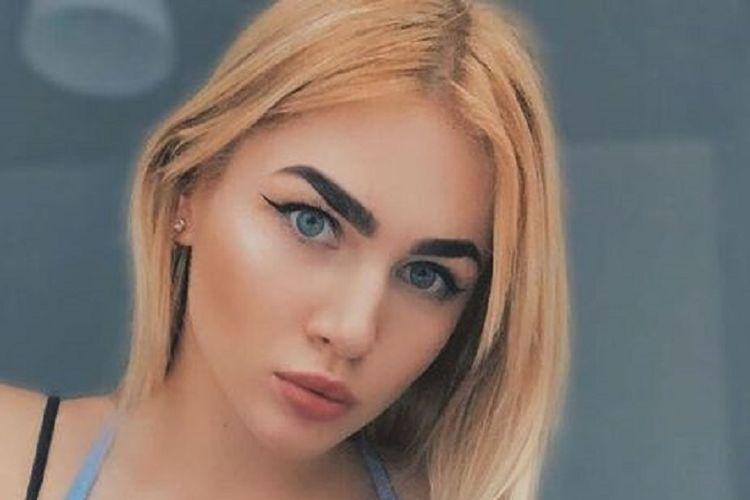Amina Bulakh, juara tinju berusia 18 tahun asal Ukraina dilaporkan tewas ditabrak kereta setelah diketahui menyeberang sambil bermain ponsel dan mengenakan headphone.