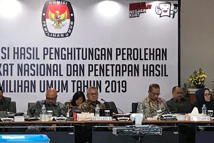 Suasana Rapat Pleno Hasil Penghitungan Perolehan Suara Tingkat Nasional dan Penetapan Hasil Pemilu tahun 2019 di Luar Negeri di Gedung Komisi Pemilihan Umum (KPU), Menteng, Jakarta Pusat, Sabtu (4/5/2019).