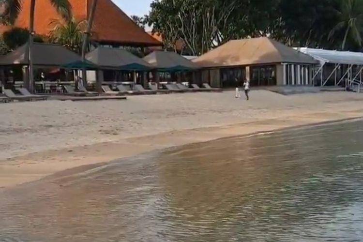 Tangkapan layar tempat seorang warga yang diusir saat duduk di pantai kawasan Sanur, Bali, viral di media sosial, Rabu (24/3/2021).