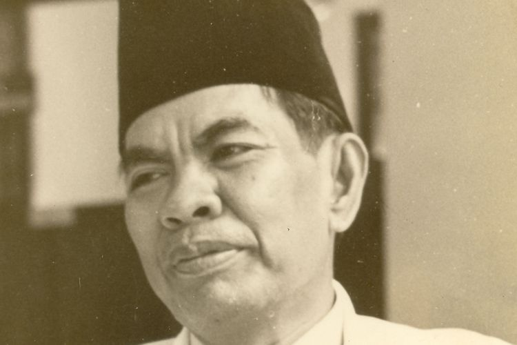 Tokoh bangsa yang juga telah diangkat sebagai pahlawan nasional, Mohammad Yamin