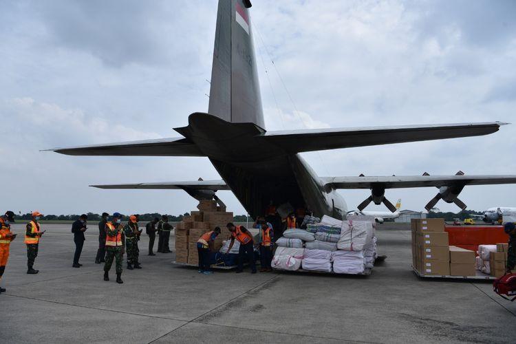 TNI Angkatan Udara (AU) menerbangkan tiga pesawatnya untuk mengangkut bahan logistik dan personel ke wilayah terdampak gempa bumi di Majene dan Mamuju, Sulawesi Barat.