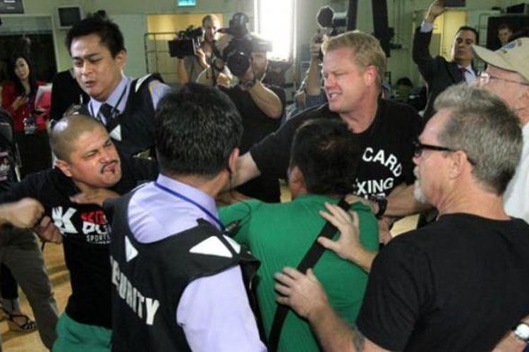 Keributan antara kubu Manny Pacquaio dan Brando Rios berebut tempat latihan.