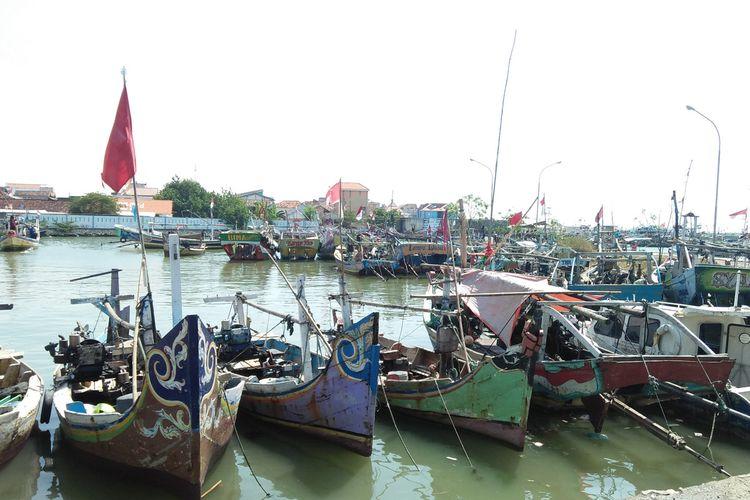 Kapal-kapal nelayan yang biasa mangkal di TPI Campurejo, Kecamatan Panceng, Gresik.